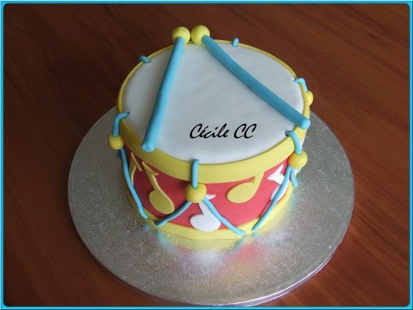 A 3D drum birthday cake !