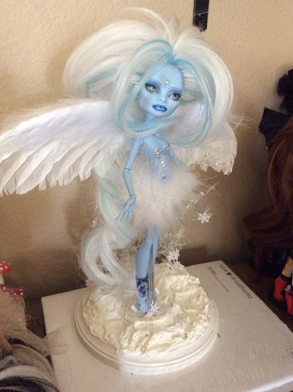 Monster Doll High Repaint. Winter Fairy & Mouse von BeaNMeDolls