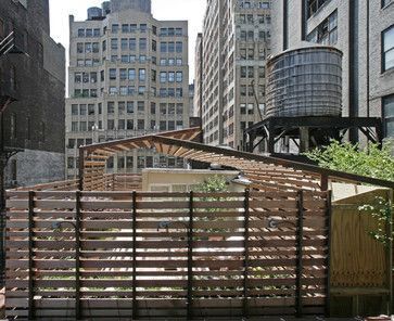pergola curvada=estructura apoyo recta    modern patio by Lynn Gaffney Architect, PLLC