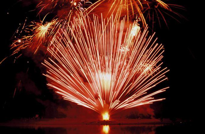 Rheinimflammen vuurwerk langs de Rijn