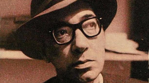 Juan Carlos Onetti Borges nació el 1 de julio de 1909, en Montevideo. Falleció el 30 de mayo de 1994, en Madrid. Su obra fue reconocida con el Premio Miguel de Cervantes.