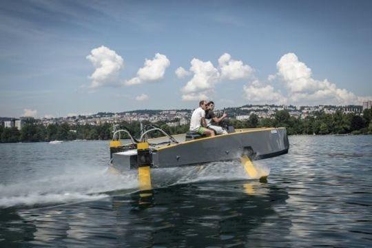 À l'occasion Monaco Yacht Show 2014, Hydros a présenté le prototype de son projet HY41 : un motorboat « Fly & Float».
