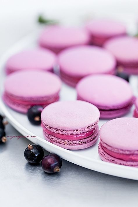 Radiant Orchid #coloroftheyear #lilacmacarons #macaronideas