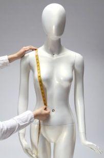Hauteur épaule/taille:  A mesurer à partir de la clavicule jusqu'au niveau de votre taille (tour de taille étant précisé une autre photo) en passant par la pointe de la poitrine; il est préférable de porter un soutien gorge pour cette mesure.