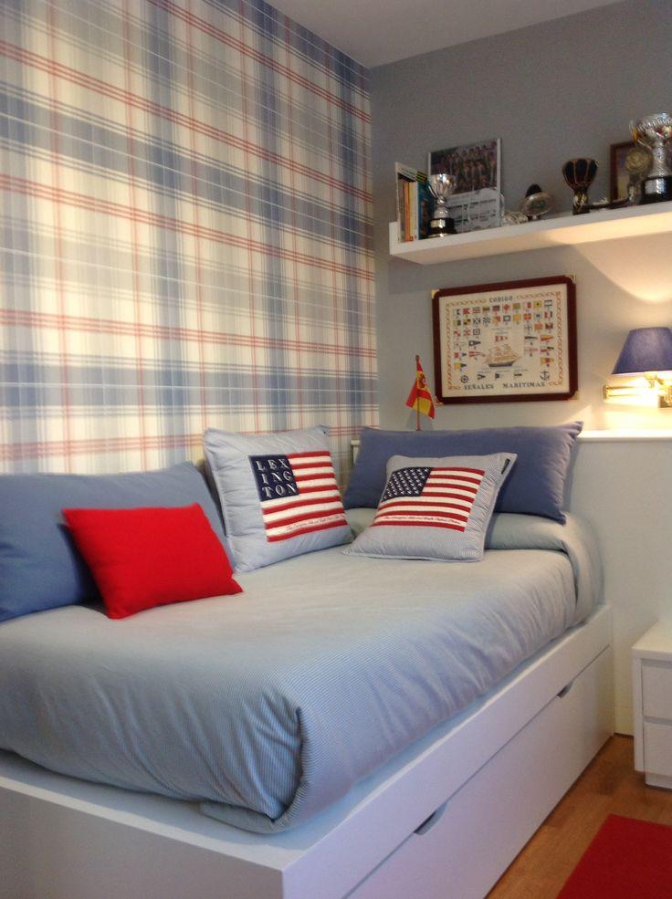Zona de dormir con otra cama en la parte baja. Diseño de cama barco muy sencilla...