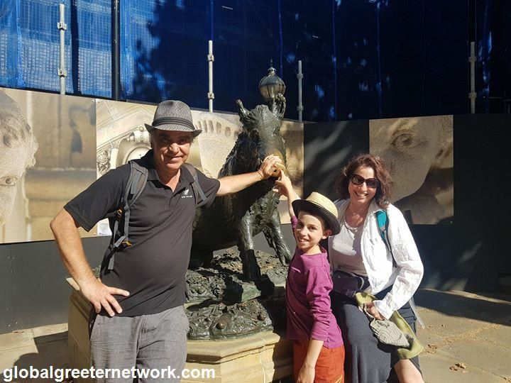 Sydney Greeters Last Friday greeter Paula met Anne and her family from just outside Lyon in France. The group met in Hyde Park and the walked down Macquarie Street to explore some of Sydney's oldest buildings. Then they headed to everyone's favourite photo spot, Mrs Macquaries Point. The next hour was spent exploring the gorgeous Royal Botanic Gardens before sharing a meal at Circular Quay.  Over summer the gardens are open until 8pm making them a lovely spot to end a day of sightseeing…