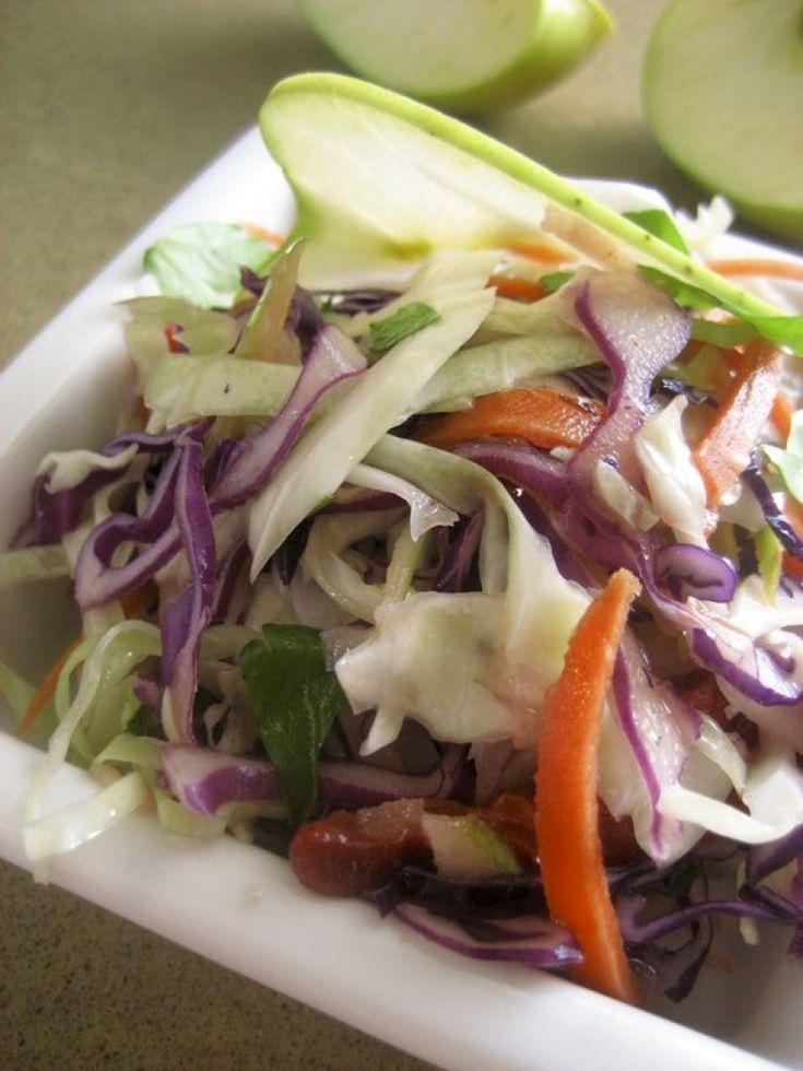 Σαλάτα με λάχανο και μήλο