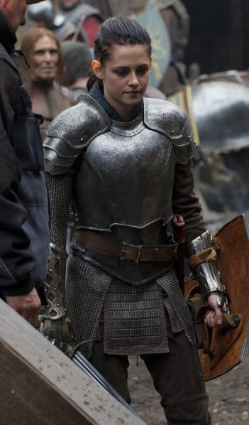 Kristen Stewart in armor. Snow White & the Huntsman.