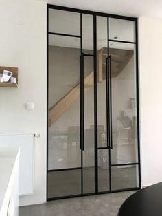 Voor een mooie stalen deur bent u bij stalendeuropmaat.nl op het goede adres. U kunt zelfs uw eigen stalen deur zelf ontwerpen op onze site!