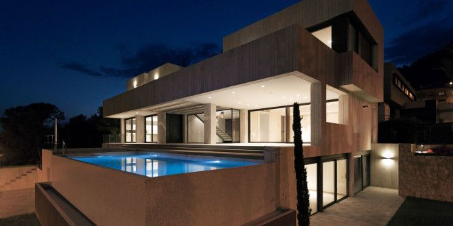 Home in Valencia by Antonio Altarriba Comes