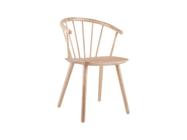Det här är vad vi kallar ett perfekt exempel på nordiskt trähantverk. Sleek är resultatet av en önskan att använda äkta trä som definierar en modern stol med klassiska referenser och en tidlös känsla. Den rundade sitsen med mjuk kurva gör den till en njutning att sitta i – oavsett om det gäller korta samtal eller långa diskussioner.