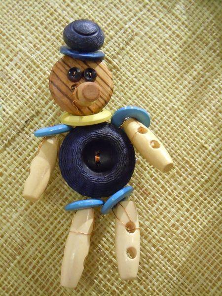 Pinocchio Blu spilla. ciondolo di Foresta Mentale Chiaresca su DaWanda.com