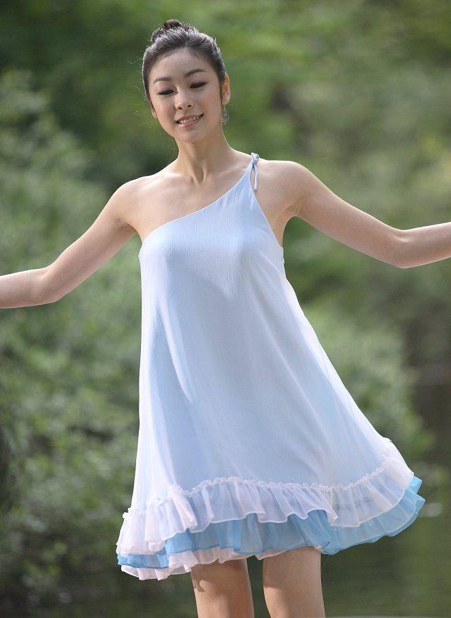 Ким Юна в платье фото