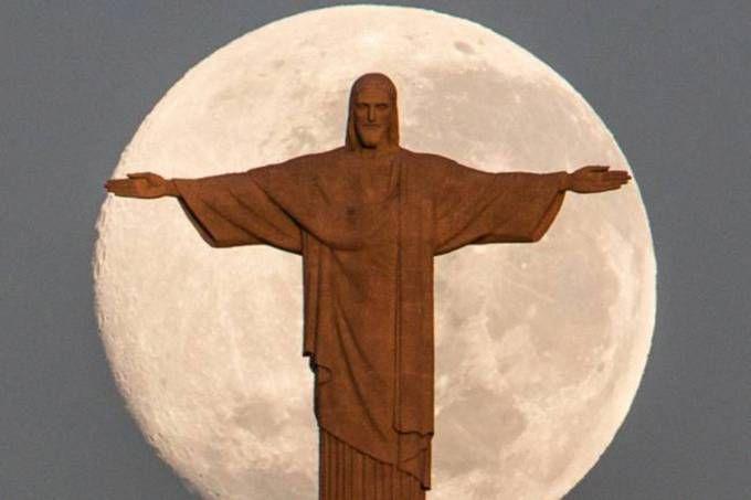 """Em junho, """"super-lua"""" e Cristo Redentor são vistos no céu no Rio de Janeiro"""