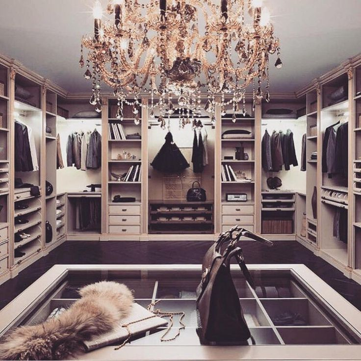 Beautiful classical walk-in closet  www.bocadolobo.com #bocadolobo #luxuryfurniture #exclusivedesign #interiodesign #designideas #walkinclosetideas #bedroomideas