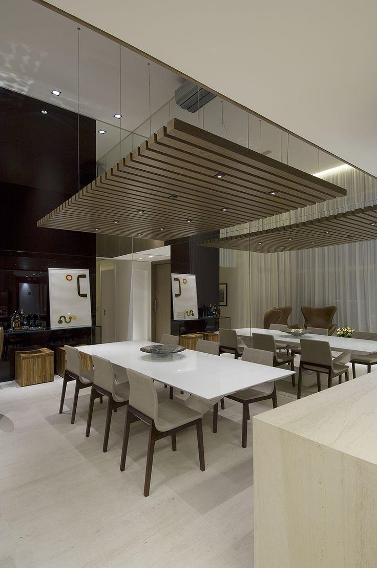 DIOGO JACOME I Os tons sóbrios dos revestimentos e o contraste entre os materiais utilizados proporcionam a este apartamento de 200m² a exata atmosfera, de contornos masculinos, pretendida por seu proprietário.