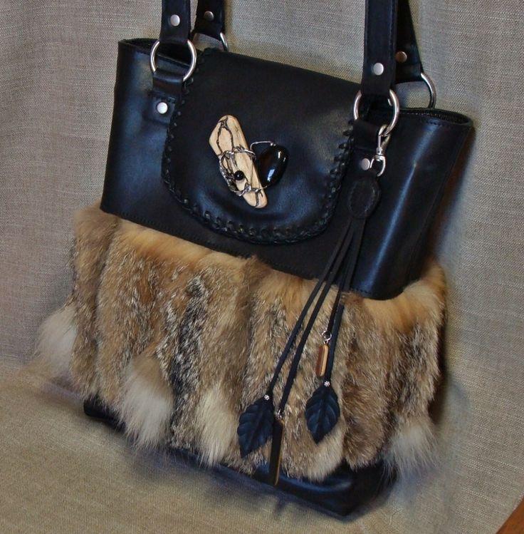 Sac en cuir noir et fourrure de renard de Magellan (recyclée). Commande personnalisée.