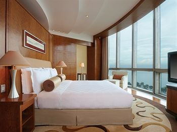 offering sunset views over manila bay ag new world manila bay hotel features an outdoor pool and spacious rooms with flat screen tvs