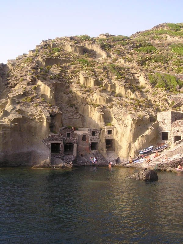 Salina, Pollara - i ricoveri delle barche.
