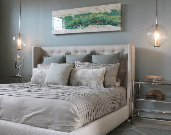 Who knew such a simple touch could give your bedroom a totally different look? Here are 20 incredibly decorative kind sized bed pillow arrangements.