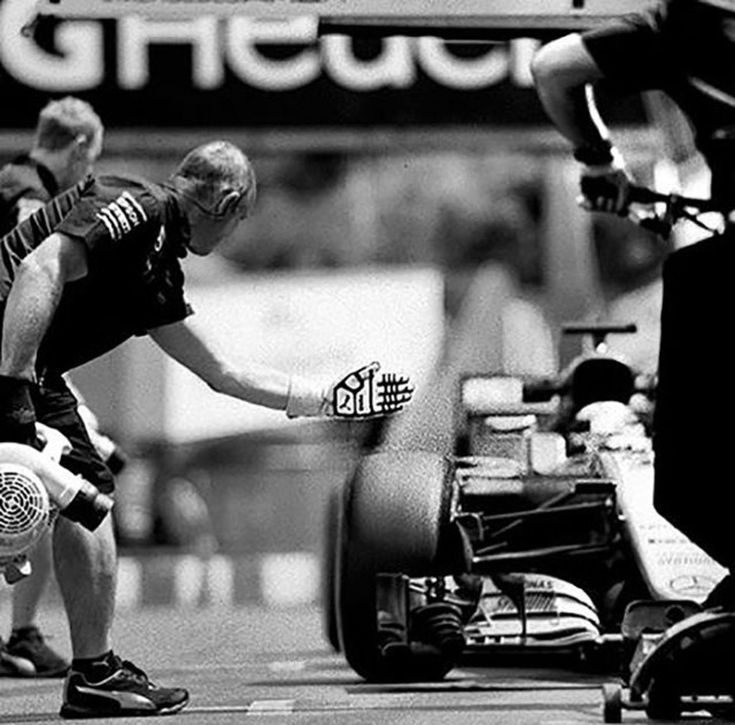 Photographer Shoots Formula One With 104-Year-Old Camera and The Results Are Surprisingly Epic - UltraLinx