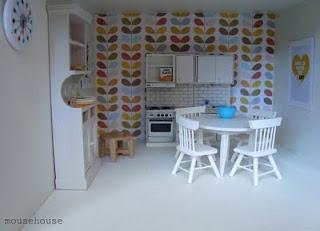 use pretty paper as wallpaper