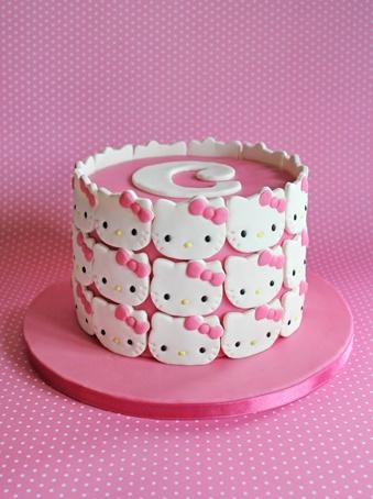 Hello Kitty cake. Soooo cute!
