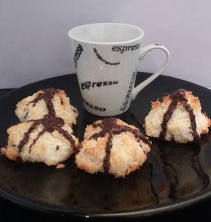 Biscotti al cocco e cioccolato: http://alincucina.blogspot.co.uk/2016/05/avanzava-del-cocco.html
