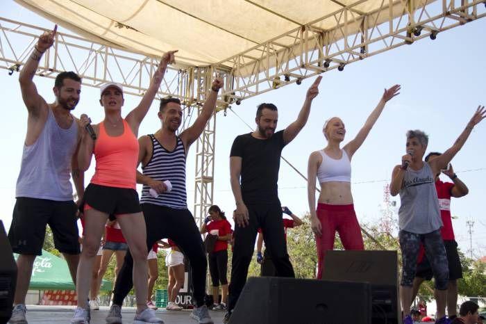 Los seis miembros del grupo Kabah se reencontraron en un escenario en Cancún. (Faride Cetina/SIPSE)