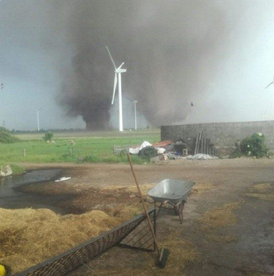 06/05/2016 - Rare twin tornadoes dance together in Schleswig-Holstein, Germany