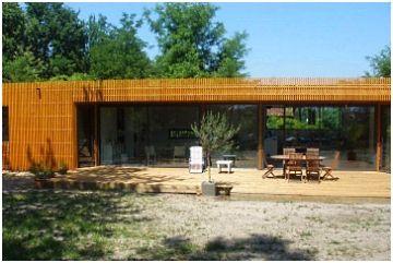 Une maison écologique en bois dans les Landes