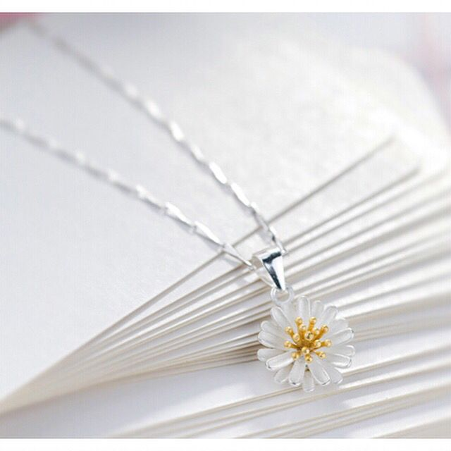 925 sterling silver necklace with daisy pendant , daisy necklace