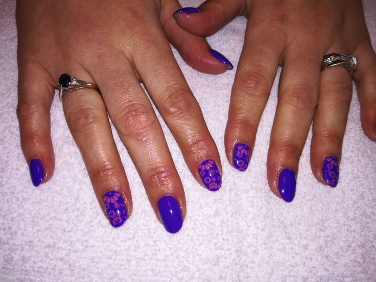 Gelish - Anime-Zing Color with Pink Stamping
