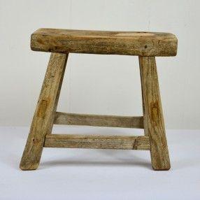 Petit tabouret en bois ancien