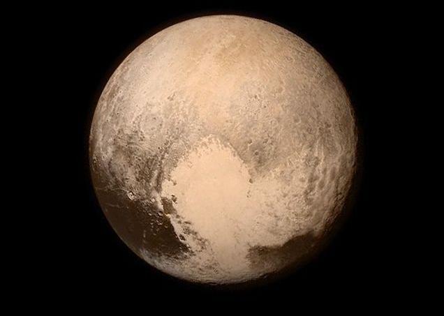 Le portrait en couleurs le plus détaillé de Pluton, effectué le 13 juillet à 766.000km de distance. <i>(Crédit photo: Nasa)</i>