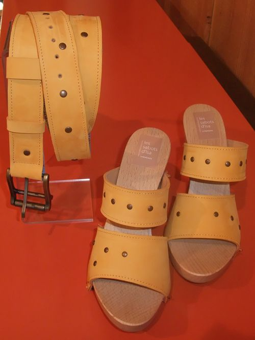 Duo ceinture et modèle Tara, en nubuck jaune.