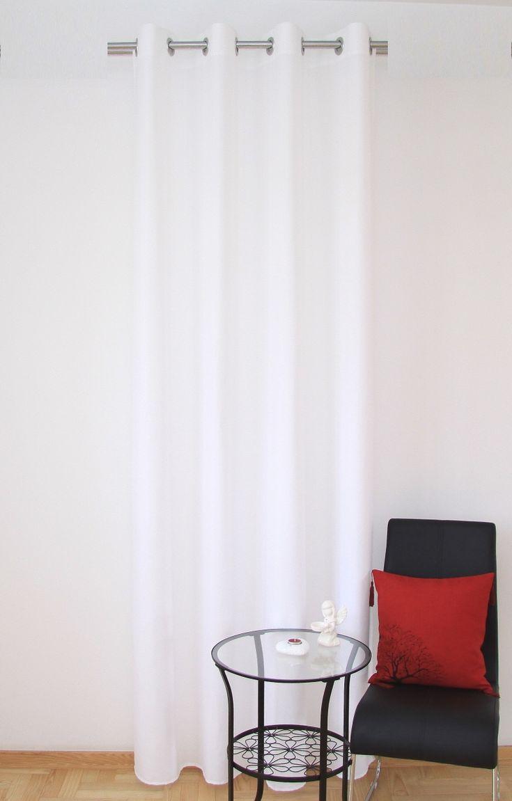 Biała zasłona na kółkach do sypialni