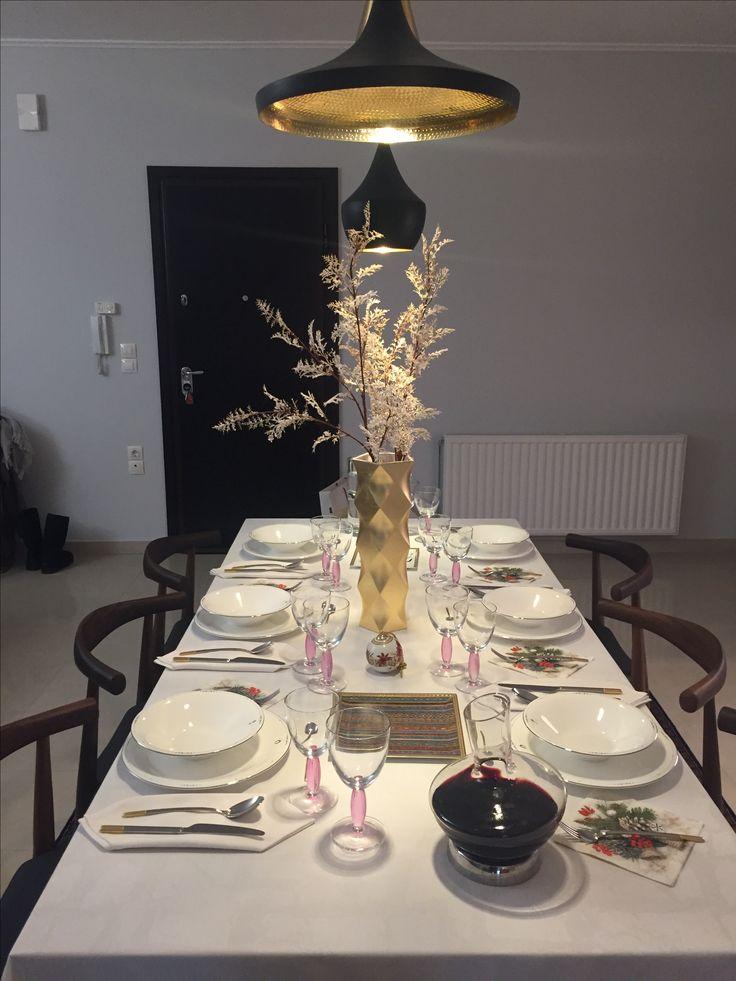 Dinner at lovely friends✨✨✨#happynewyear #dinner #Prouna best wishes dinnerware  #wmf crystal decanter #villeroyboch Ella gold cutlery and #cottagepink glassware @prouna_official #hermes #interiordesign #homedecor #designlover #lifestyle thank you 😘😊🥂🥂🥂
