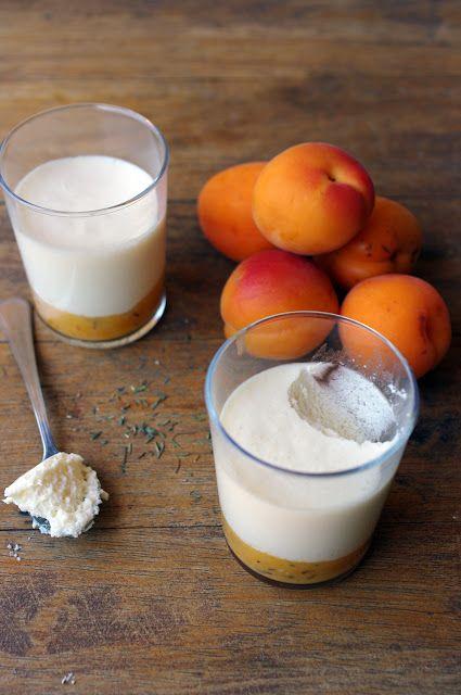 Mousse au miel sur compoté d'abricots au thym Pour 6 mousses (recette modifiée ) ►300g de crème d'amande - 100g de miel de fleurs - 100ml de crème de riz  (épaisse c'est mieux) - 2 blancs oeufs (taille moyenne) - 1c.café d'extrait naturel de vanille - 2 c.s agar agar ( pour remplacer la gélatine)- 5 abricots - du thym -