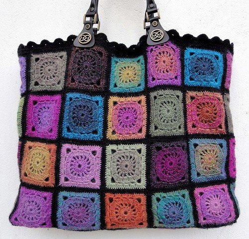 Now I like this crochet bag. Solid color granny squares