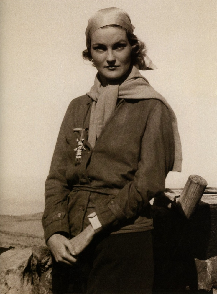 if we are our choices, she must have been one hell of a woman by her jewelry box! Doris Duke, 1930s