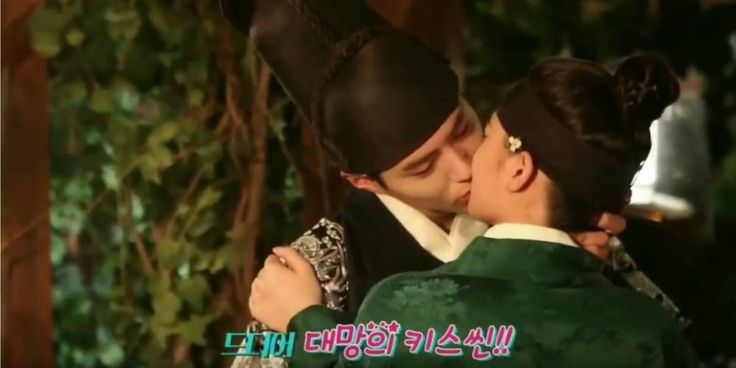 Moonlight Drawn by Clouds take you behind the scenes of Park Bo Gum and Kim Yoo Jung's kiss http://www.allkpop.com/article/2016/09/moonlight-drawn-by-clouds-take-you-behind-the-scenes-of-park-bo-gum-and-kim-yoo-jungs-kiss #moonlightdrawnbyclouds #parkbogum #kimyoojung
