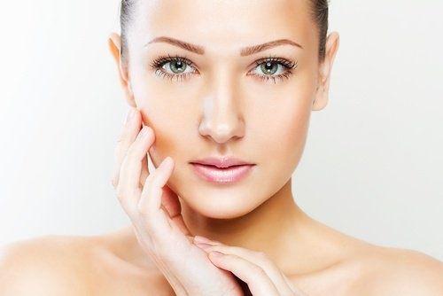 9 caratteristiche del viso che riflettono problemi di salute