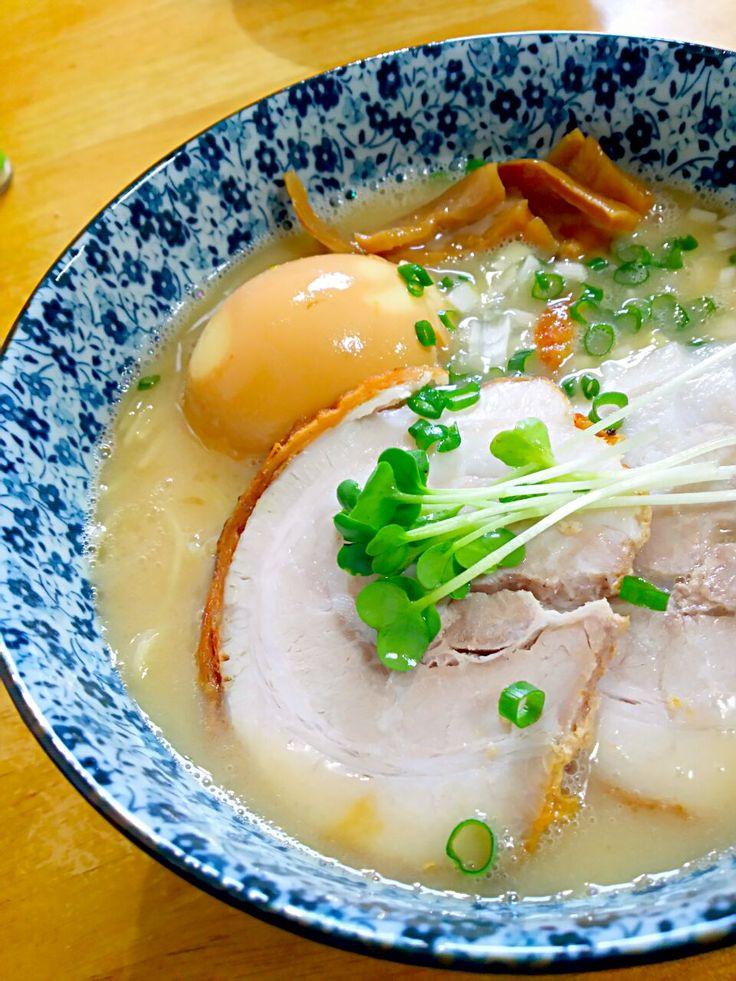 徳之島トトロンヌ's dish photo 塩チャーシュー活用 とんこつラーメン | http://snapdish.co #SnapDish #レシピ #肉料理 #ラーメン