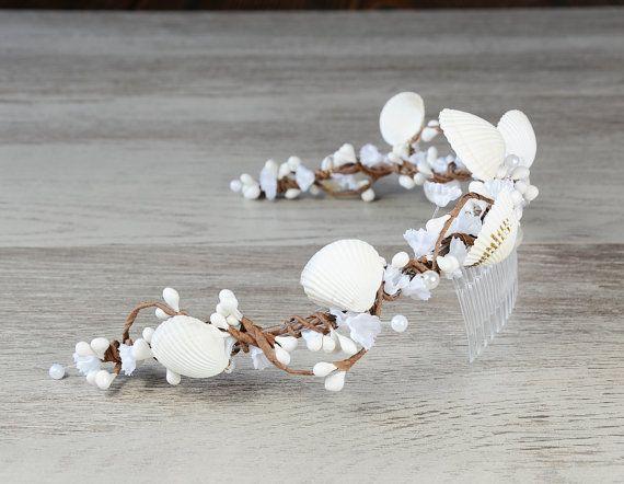 Seashell headpiece Beach wedding hair accessories por PrettyNatali