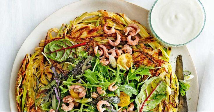 Rösti is een bekend wintersport gerecht met veel aardappel. Heerlijk, maar vaak zwaar op de maag. Maak deze lichtere variant met prei en garnalen!