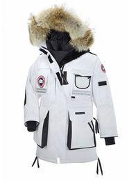Ääriolosuhteiden takki. Luonnonvaraisten elukoitten turkista, untuvaa ja lupas Antarktiksen- kestävyydestä. Valkoinen Canada Goose Snow Mantra Women's