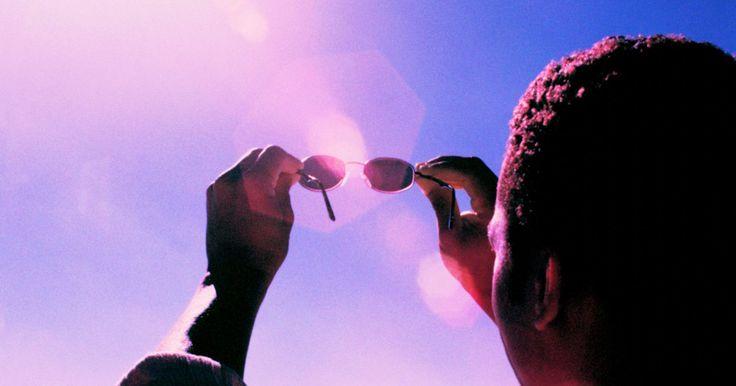 Como medir a intensidade de luz UV. A intensidade de luz UV é monitorada por diversas razões. A principal delas é garantir que as pessoas expostas aos raios ultravioleta não estão sendo prejudicadas por eles. Entretanto, visto que os raios UV servem para dispositivos de fotopolimerização de tintas e resinas, para matar bactérias e para bronzeamento solar, entre outras coisas, a sua ...