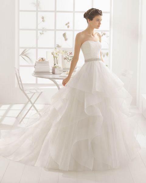 O corte princesa: 50 vestidos de noiva elegantes e deslumbrantes! Image: 25