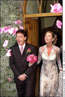 The Beatles Polska: Lady McCartney wyjaśnia nieporozumienie i płaci za suknię ślubną.